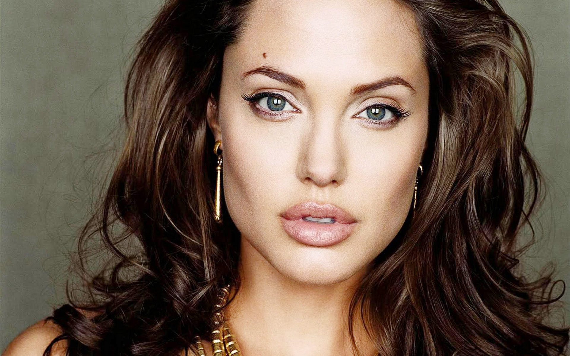 New Latest Wallpapers ... Angelina Jolie