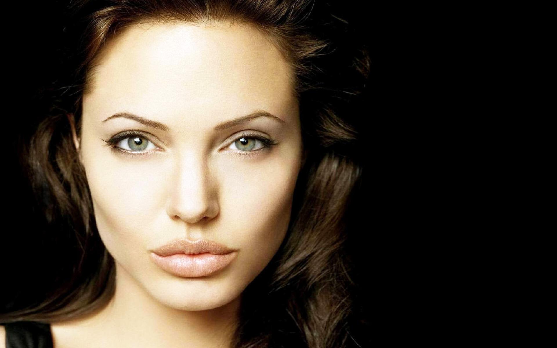 Angelina High Nude Photos 81